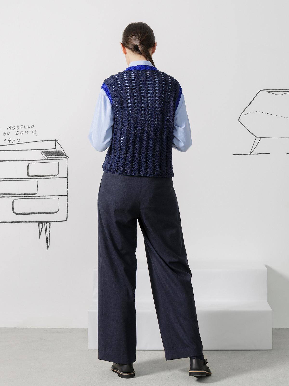 V-neck lacy vest Image