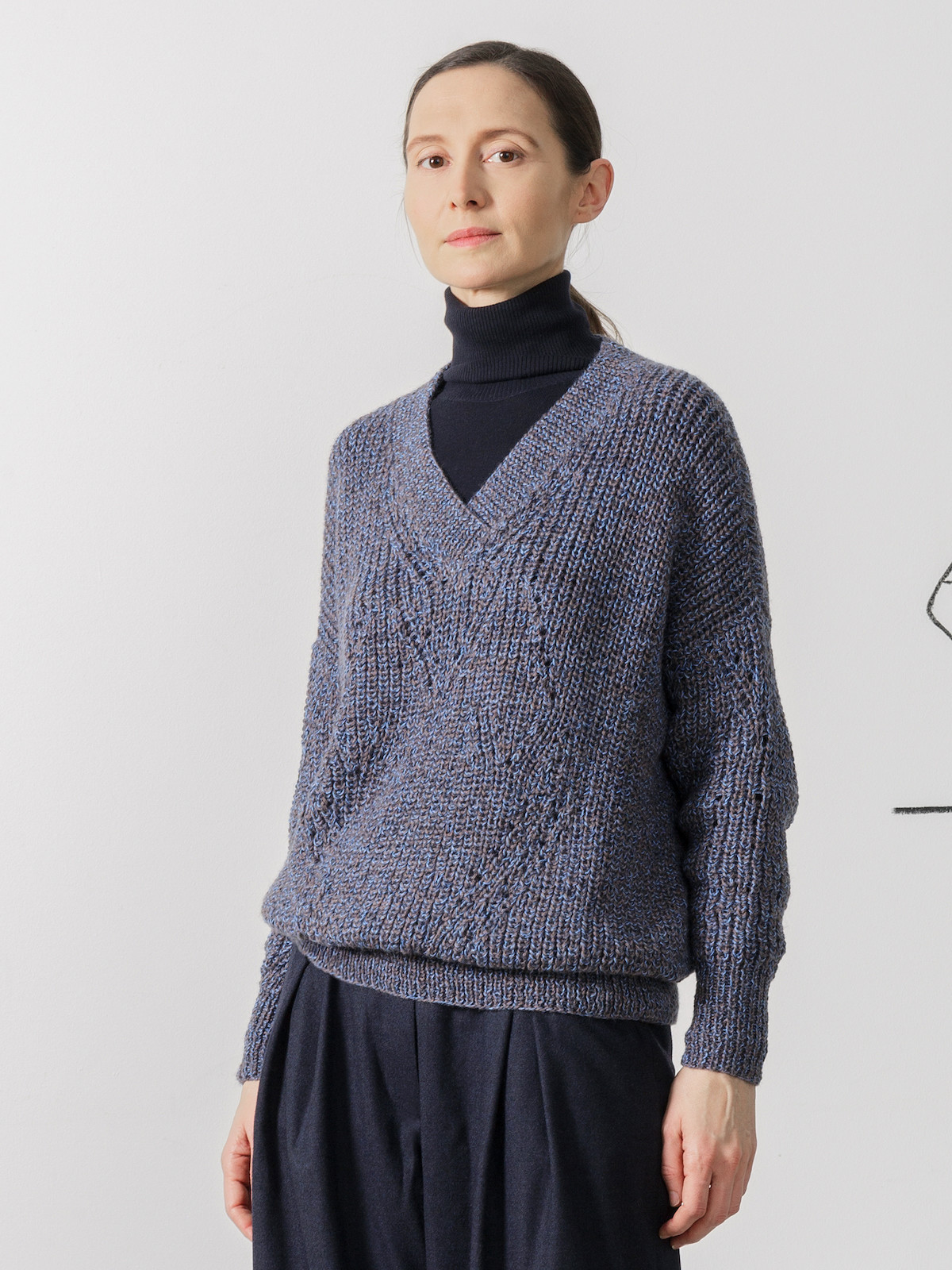 V-neck fisherman sweater Image