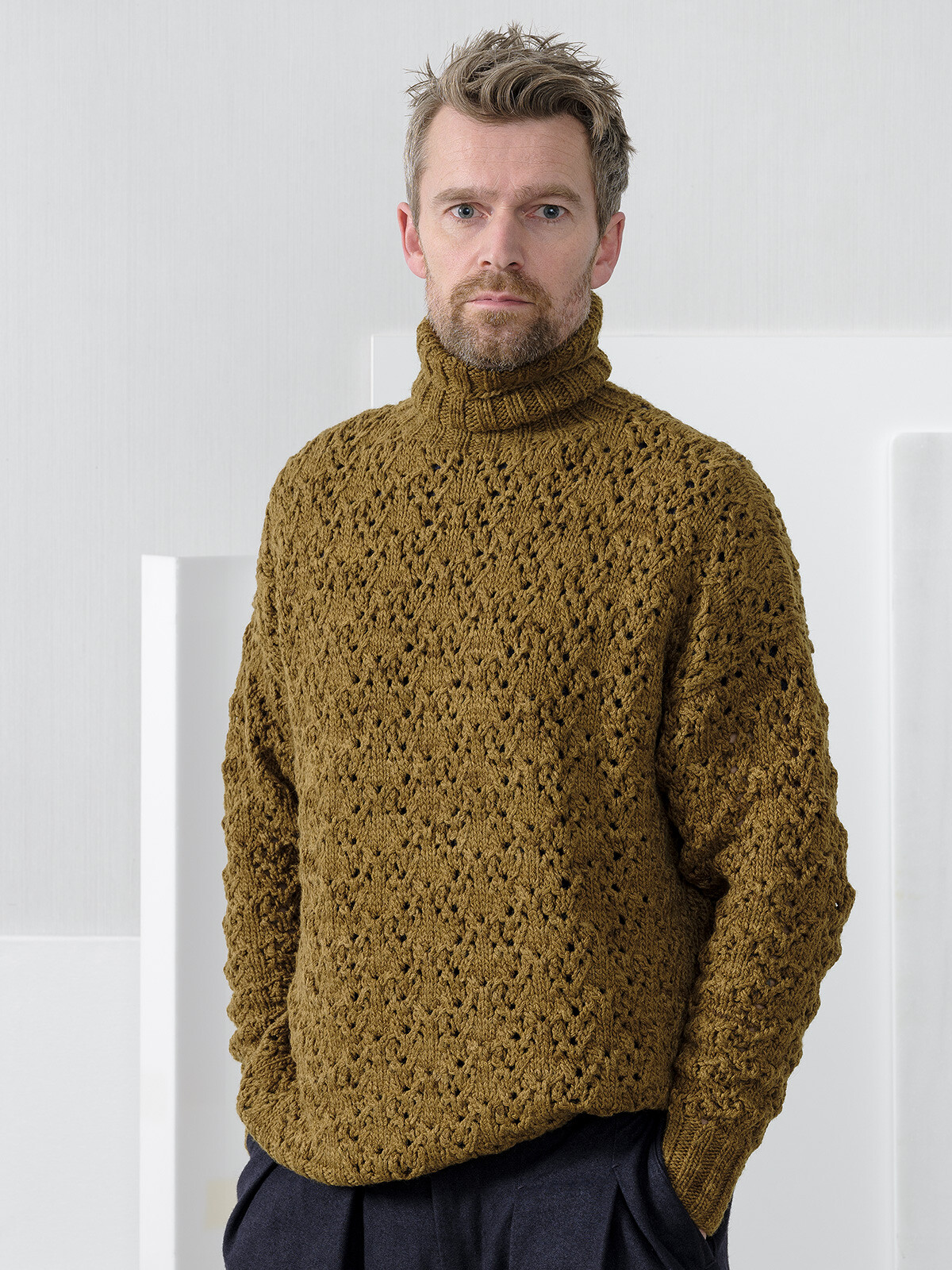 High-neck lacy sweater Image
