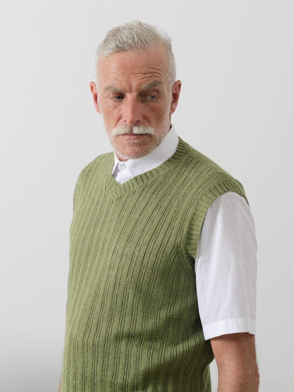 V-neck linen vest Image