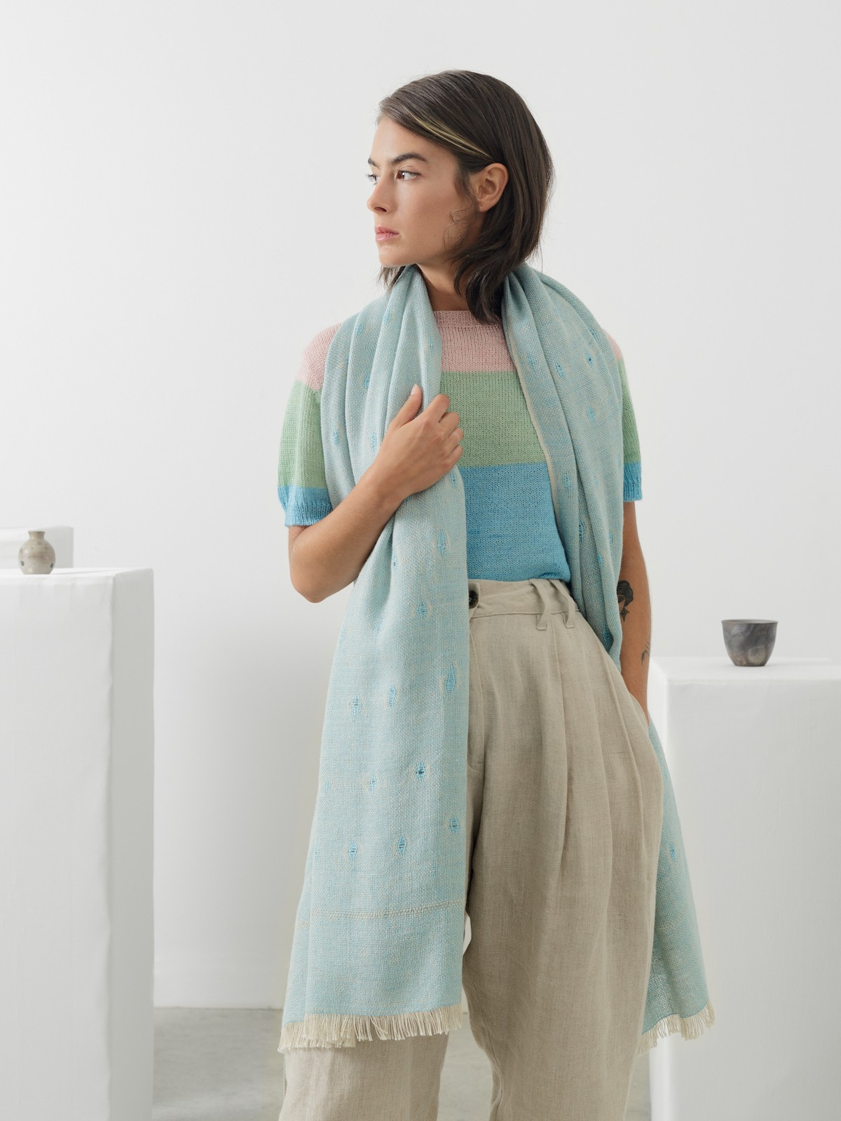 Handloomed scarf Image