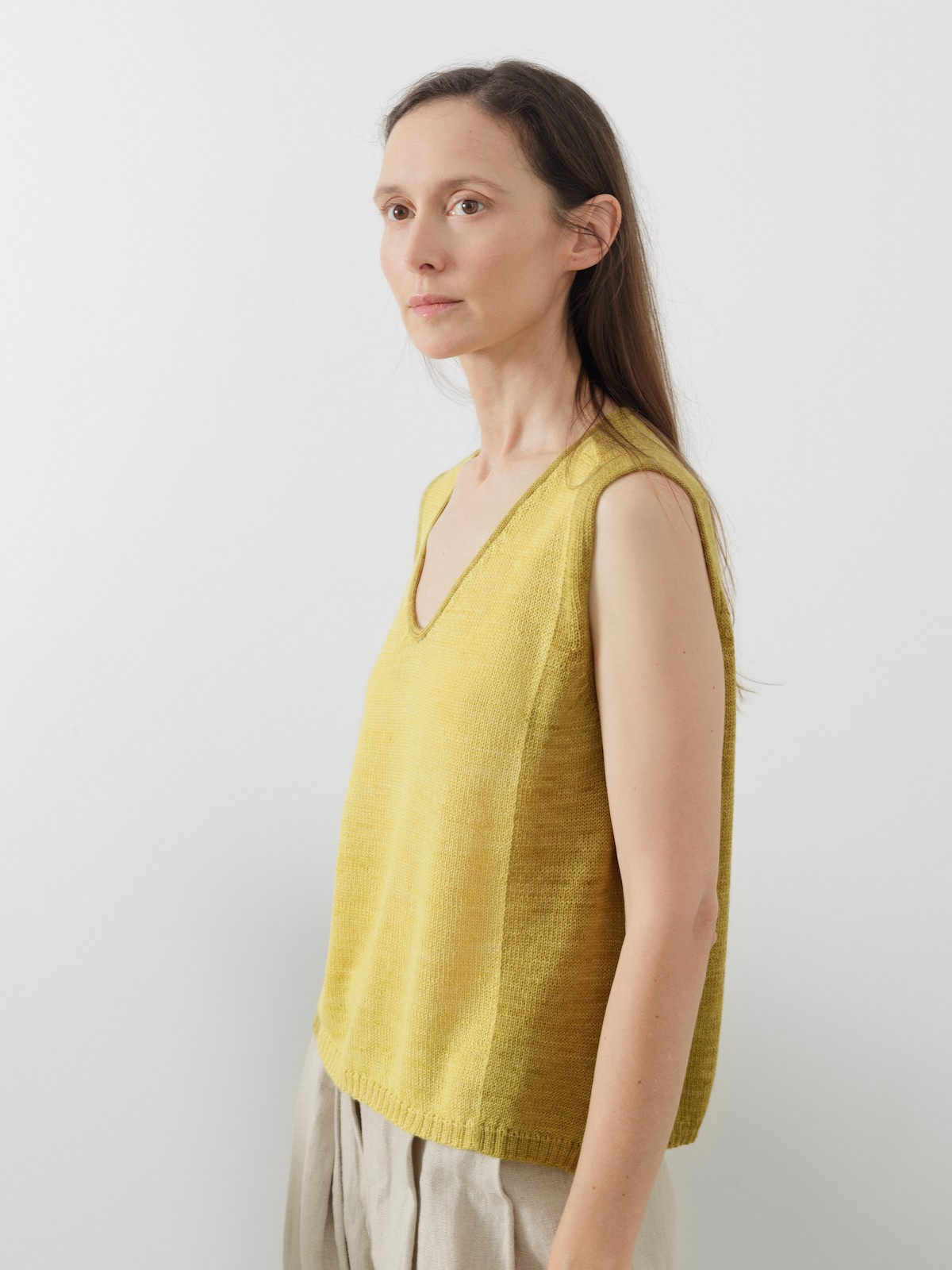 V-neck vest Image
